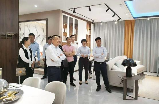 光辉集团总裁刘玉周一行到访森盛家具考察、共商深度合作
